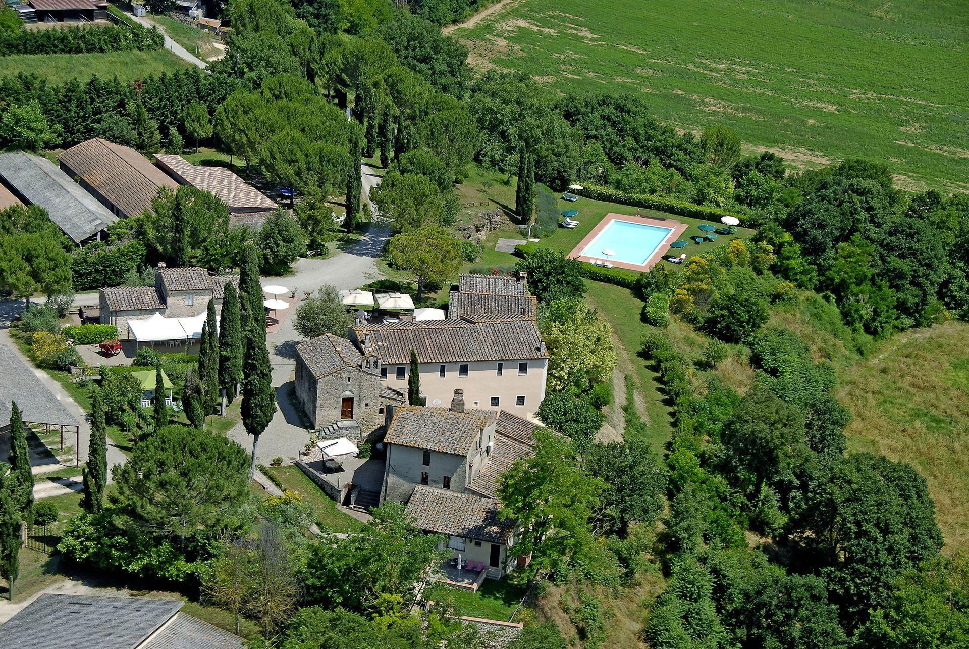 Antico borgo san lorenzo con 18 habitaciones con una capacidad de hasta 39 personas colle di - Piscina borgo san lorenzo ...